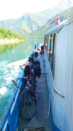 2012-08-03 - Dag 24 - Koman-innsjøen, Albania.