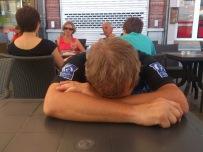 2014-07-23 Haderslev-Paris, 3. etappe i Belgia - I Chimay. Sliten syklist :).