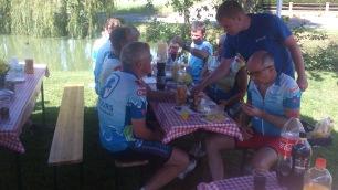 2014-07-25 Haderslev-Paris, 4. etappe i Frankrike - Lunsj i Chèvreville.