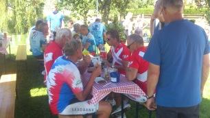 2014-07-25 Paris-Haderslev, 4. etappe i Frankrike - Lunsj i Chèvreville.