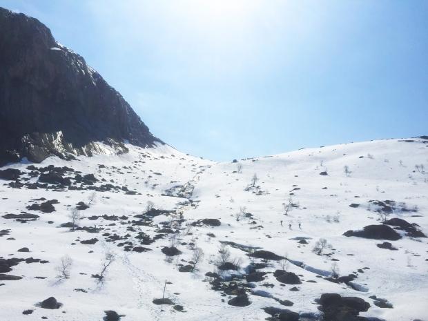 Tre turgjengere på vei opp i fjellet