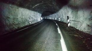 På vei gjennom tunnelen ved Jøssingfjord.
