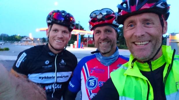 Andre kontrollpost; Ogna. Fra venstre Christian, Odd Arne og meg.
