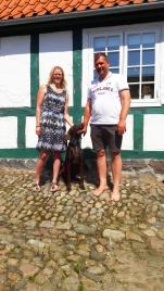 """Våre snille verter på """"Bed & Breakfast Middelfartvej 99"""", Gitte og Martin - og så deres snille hund, Max."""