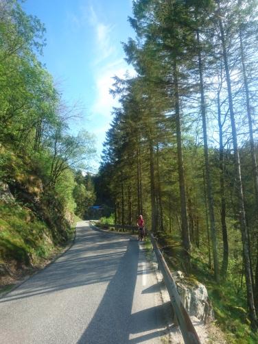 Nedstigningen mot Helleland og Bens Kafé.